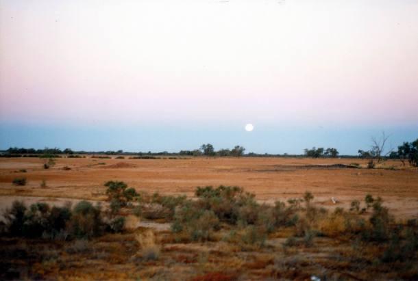 Resize of 05-26-2002 Eromanga full moon rising