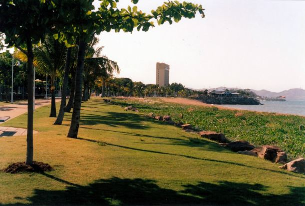 Resize of 10-08-2002 Strand Townsville