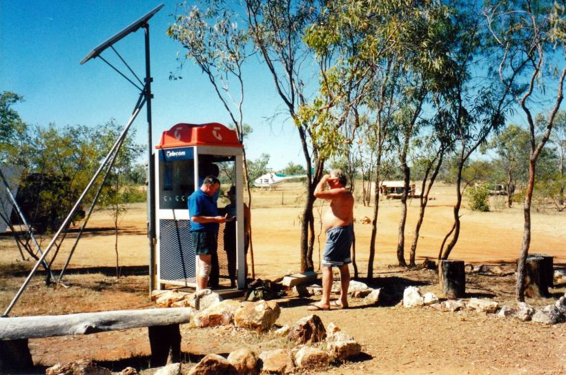 Resize of 06-21-2003 01 telstra flew in to fix phone.jpg