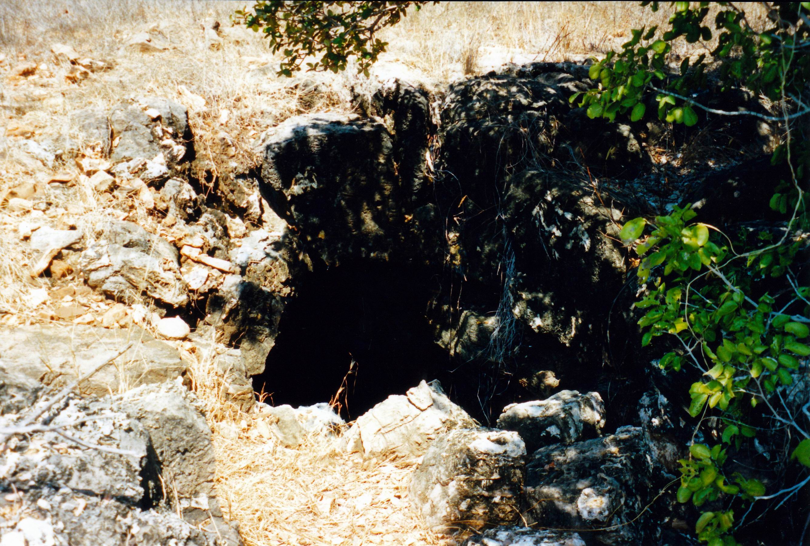 Resize of 09-19-2003 23 entry to big cave.jpg
