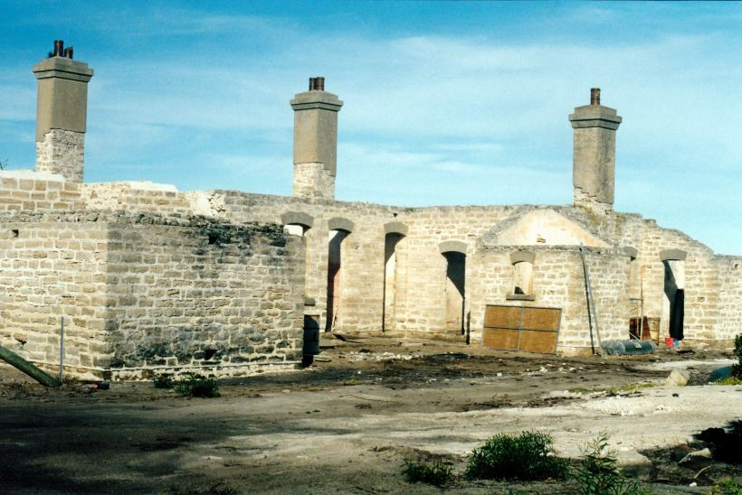 Resize of 05-06-2004 02 old Telegraph Station Israelite Bay