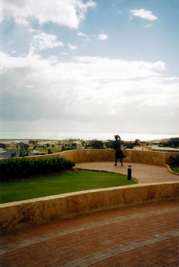 Resize of 06-10-2004 Sydney memorial Geraldton