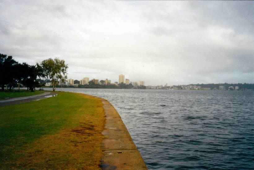 Resize of 06-17-2004 Mill Point Perth where V and B lived.jpg