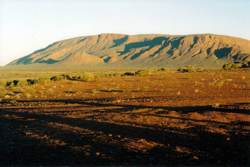 Resize of 06-27-2004 04 Mt Augustus dusk from Emu LO.jpg