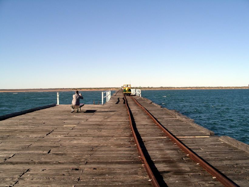 Resize of 07-04-2004 04 Carnarvon jetty length.JPG