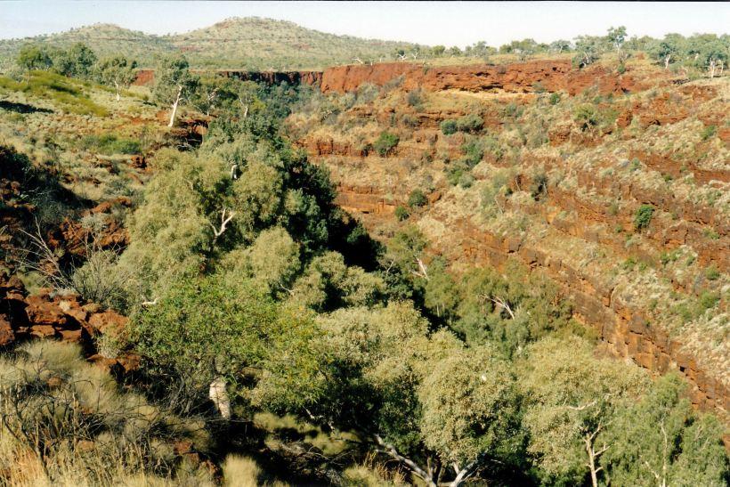 Resize of 07-18-2004 03 Dales Gorge Karijini NP from rim.jpg