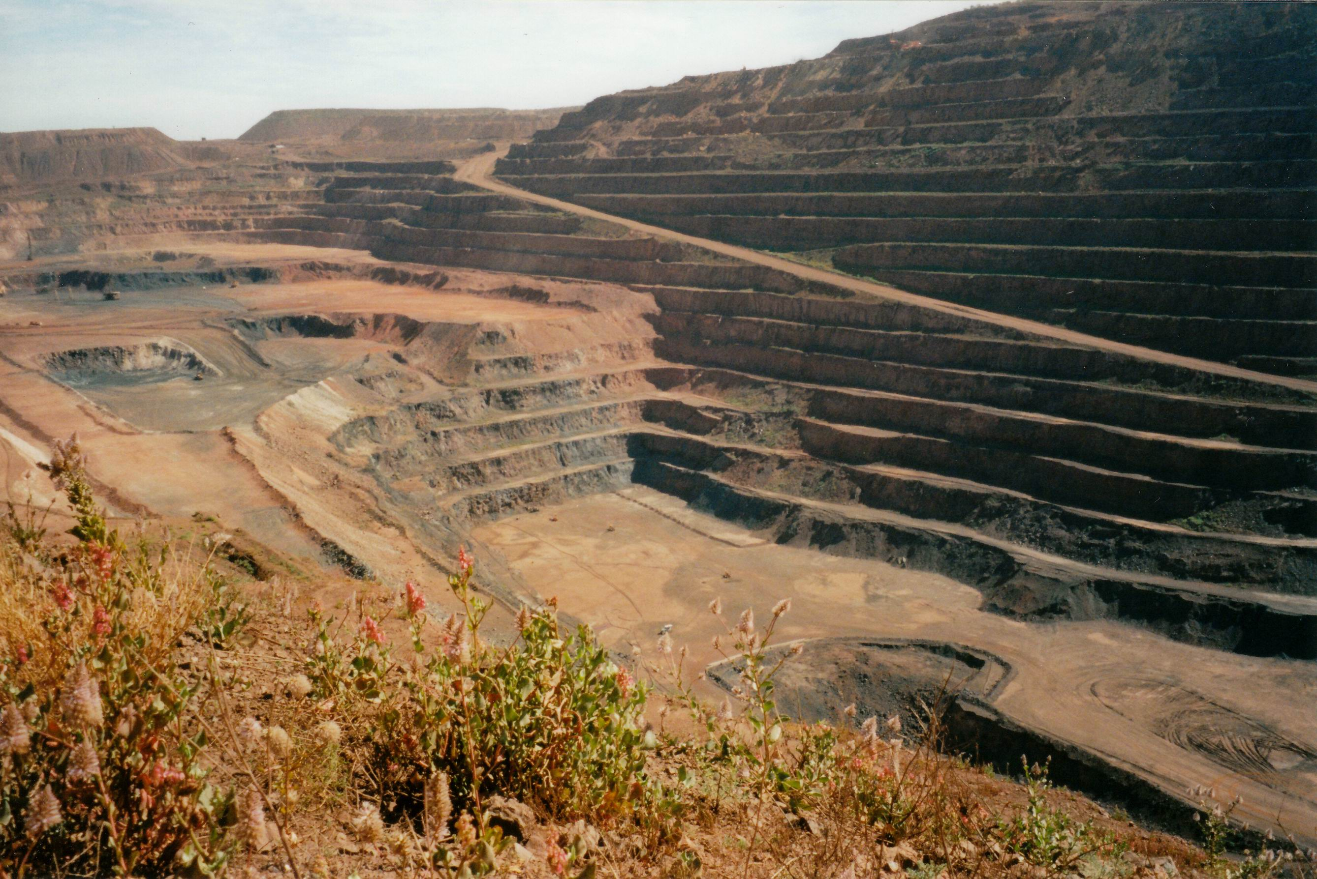 Resize of 07-23-2004 04 Newman mine pit.jpg