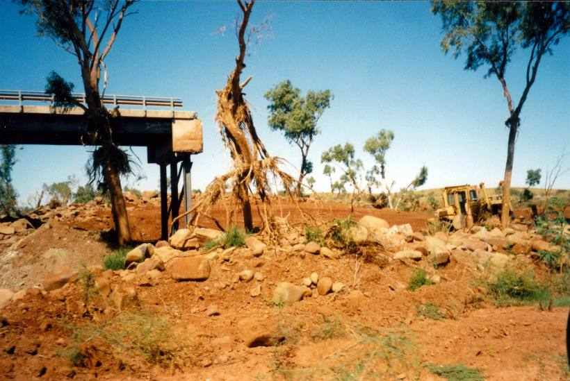 Resize of 07-30-2004 02 Fortescue R bridge flood damage