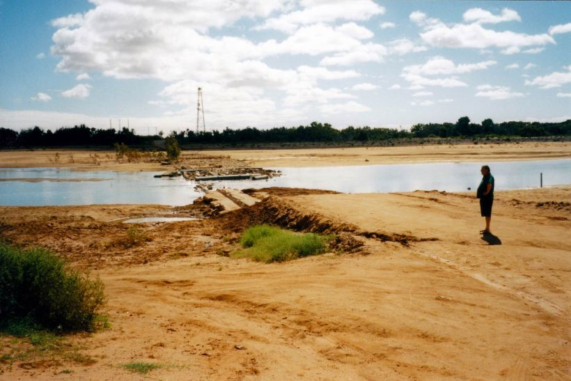 Resize of 08-14-2004 01 Gascoyne R low crossing flood damage Carnarvon.jpg