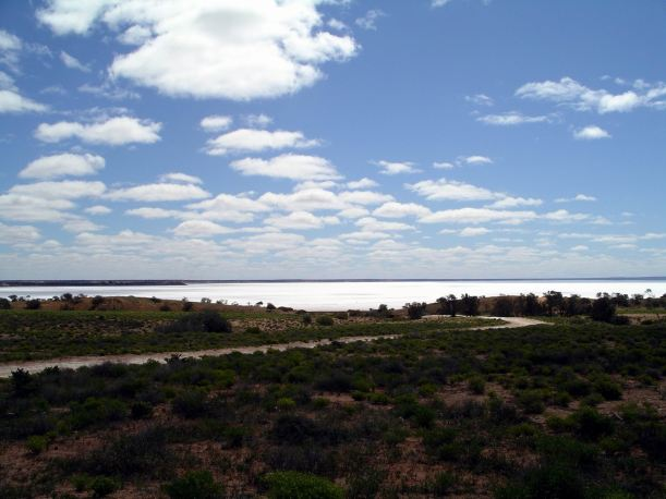 Resize of 09-12-2004 02 Salt Lake after Coober Pedy.JPG