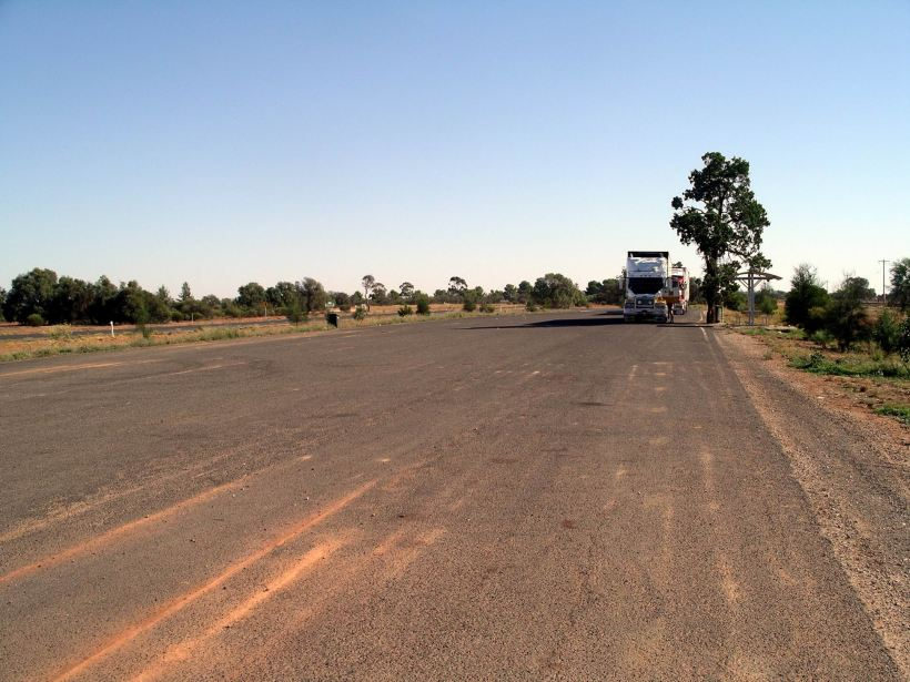 Resize of 3-12-2005 on the Matilda Way south of Bourke.jpg