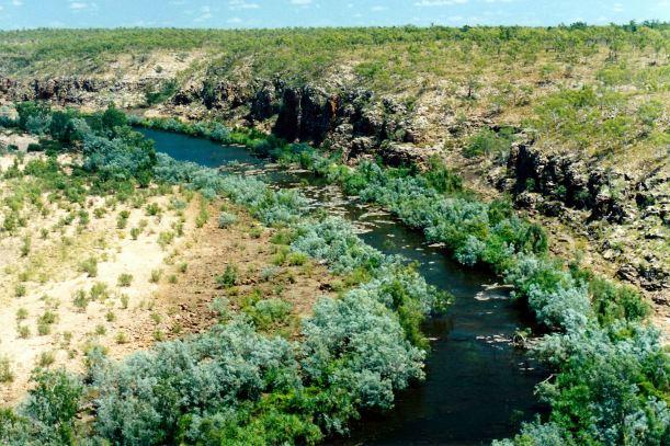 Resize of 09-15-2003 16 Calvert River from escarpment.jpg