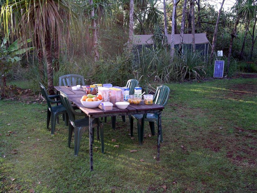 Resize of 08-01-2005 02 breakfast table set.JPG