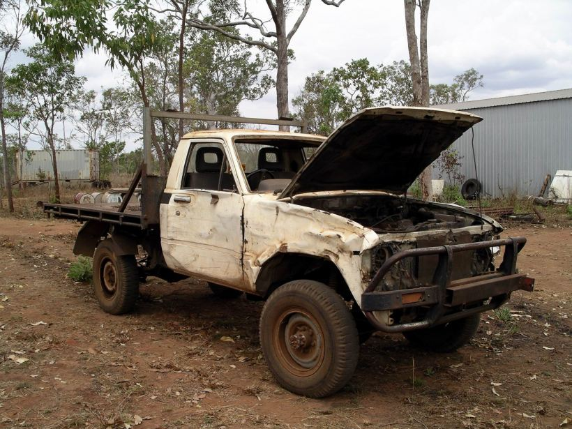Resize of 09-10-2005 32 Hilux RIP 2