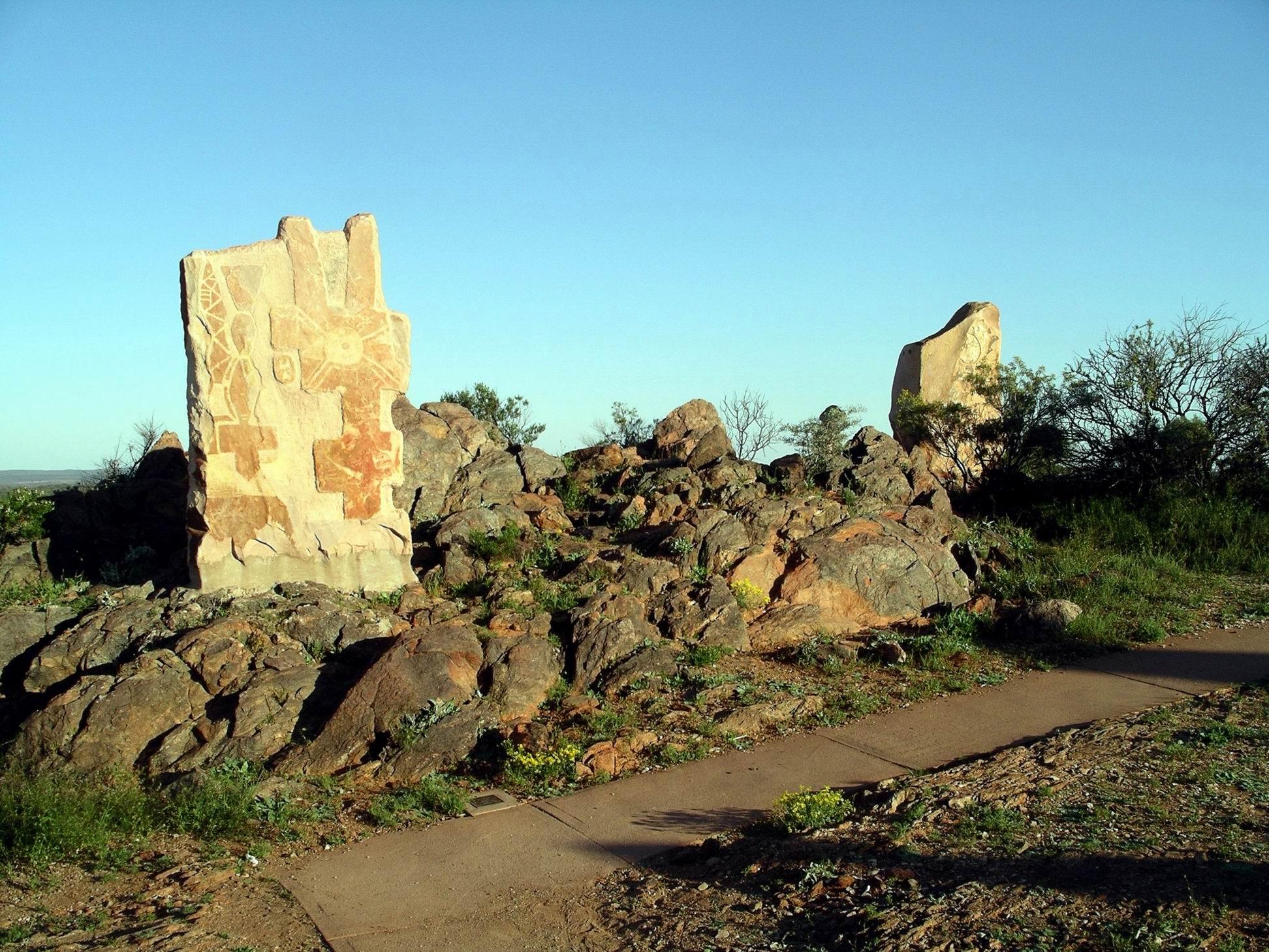 Resize of 09-27-2005 12 Desert Sculptures Broken Hill