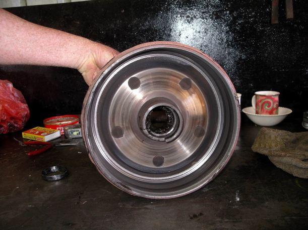 Resize of 10-03-2005 03 broken van wheel Birchip