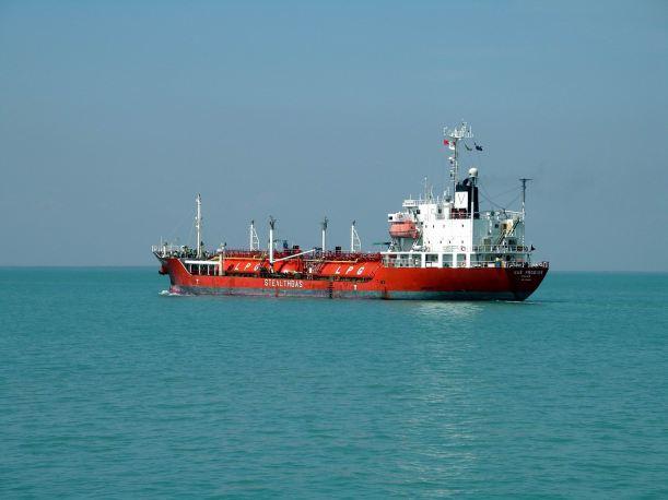 Resize of 08-16-2006 02 LPG tanker