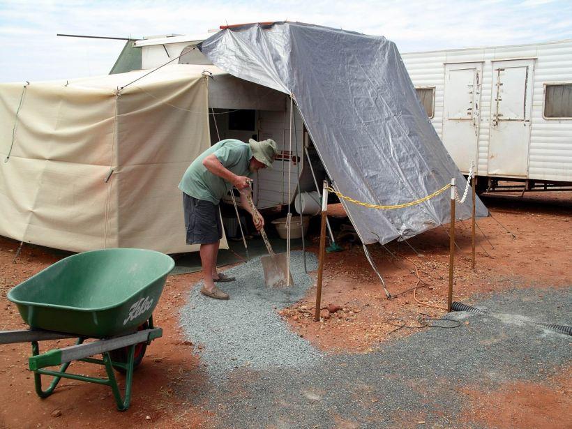 Resize of 10-01-2006 17 Van and John at work
