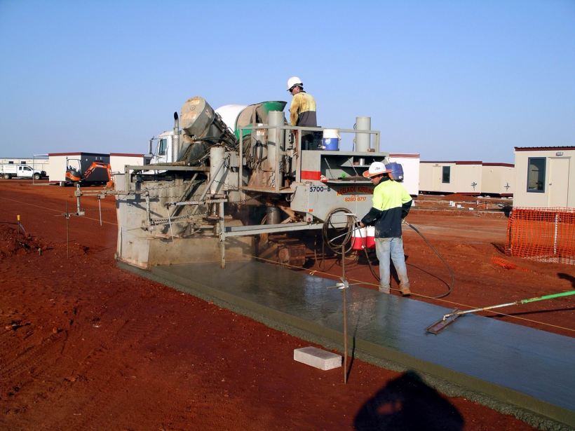 Resize of 10-09-2006 Paving 11