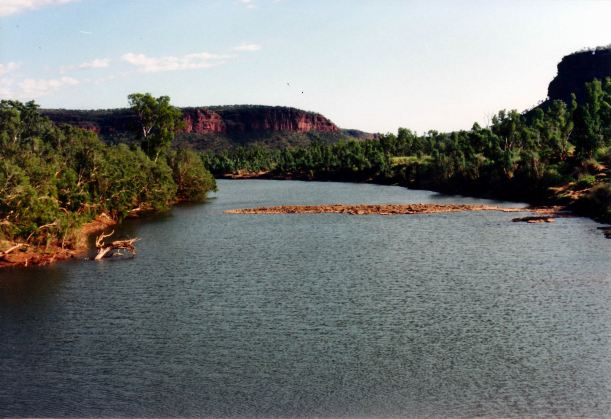 Resize of 7-8-1993 Victoria River from bridge
