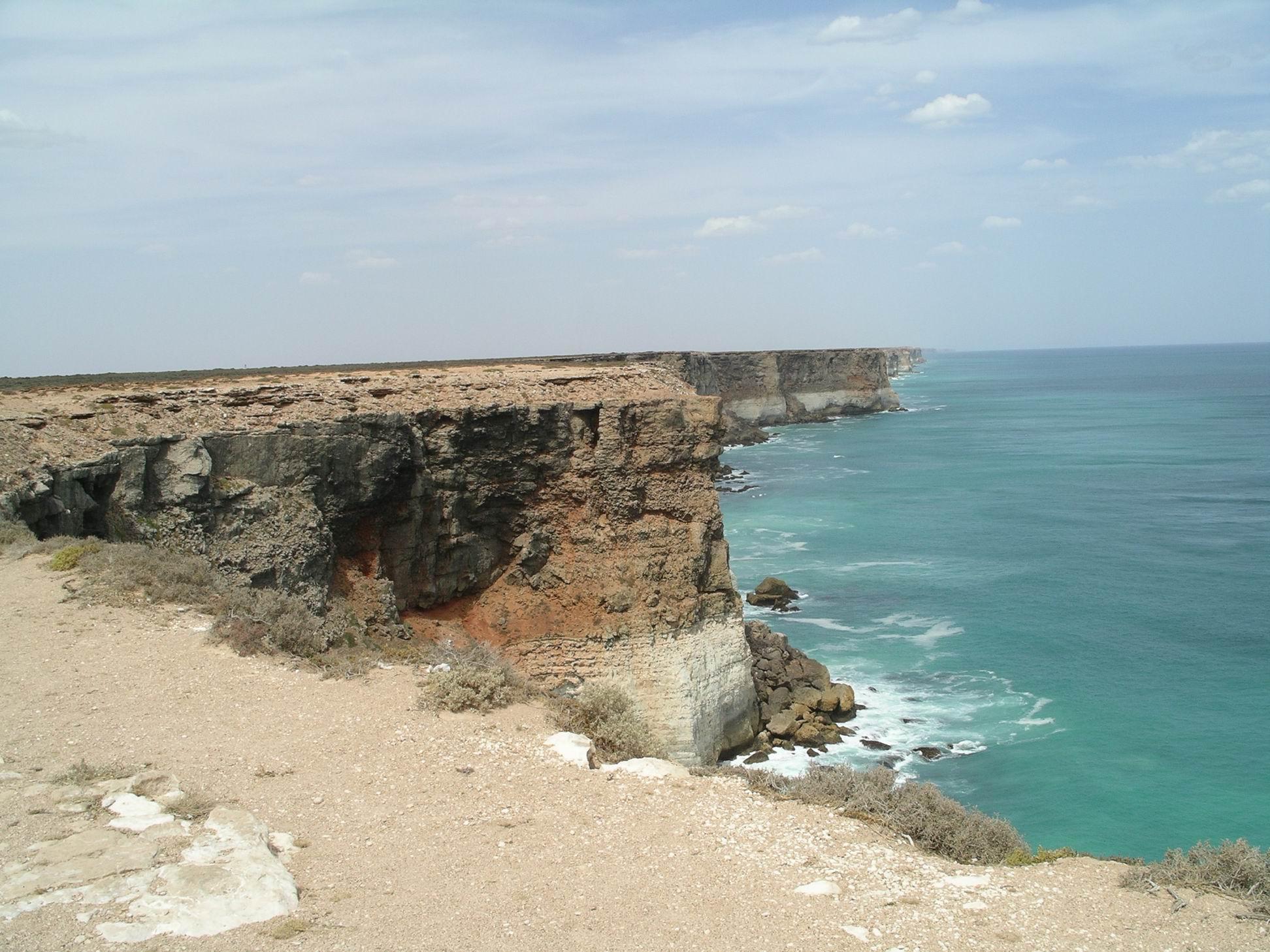 Resize of 12-08-2006 nullarbor cliffs 5